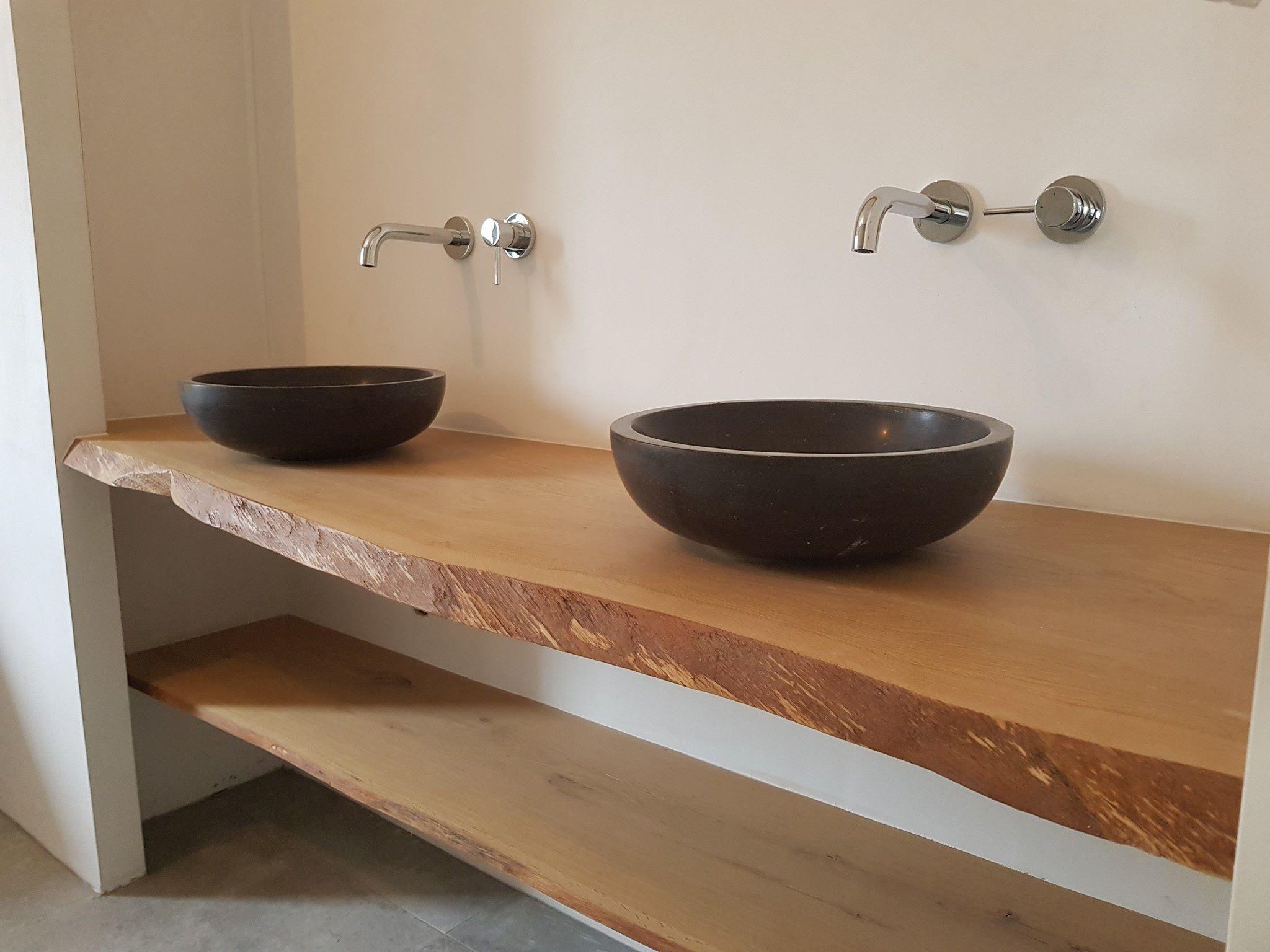 Spiksplinternieuw Wastafelkommen op houten plank - Van Gils Installatietechniek BD-27